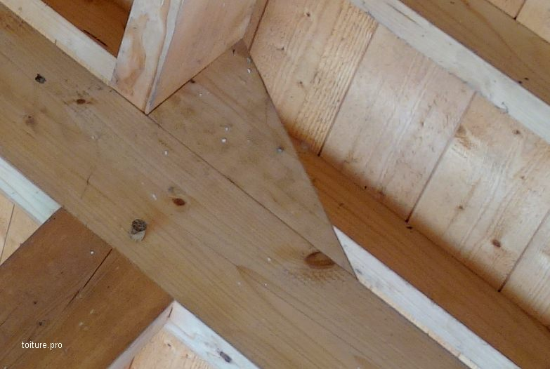 Echantignole d'une charpente traditionnelle neuve en bois.