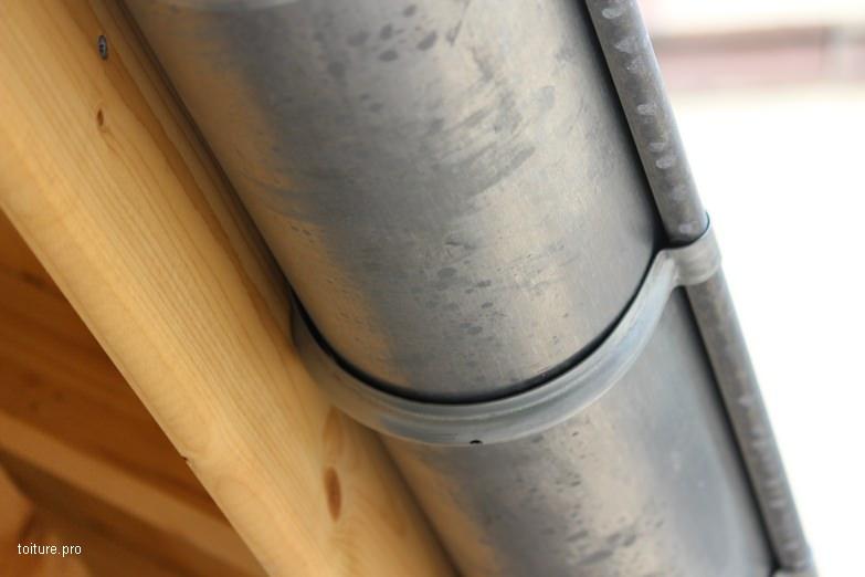 Gouttière pendante en zinc.
