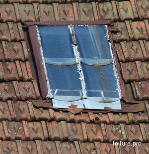 Calculez le tarif de rénovation pour une fenêtre de toit qui fuit.
