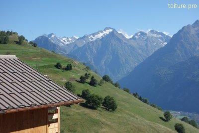 Couverture bac acier en altitude, dans les Alpes.